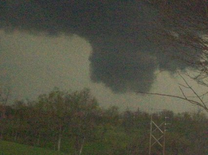 4.10.09 Wall Cloud In Madison Co KY submitted to NWS Louisville by Chris and Jason Rawlins
