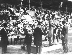 King Presents Gold Medal and Laurel Wreath