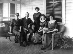 Wilson With Wife and Daughters Mother's Day 1912