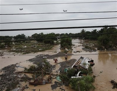 US Chinook Helicopters Bringing Aid to Disaster in Philippines Despite Silence in US News Media